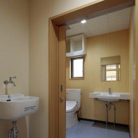 大分市朝来野工務店 公共・商業施設施工事例 大在こども園 トイレ個室